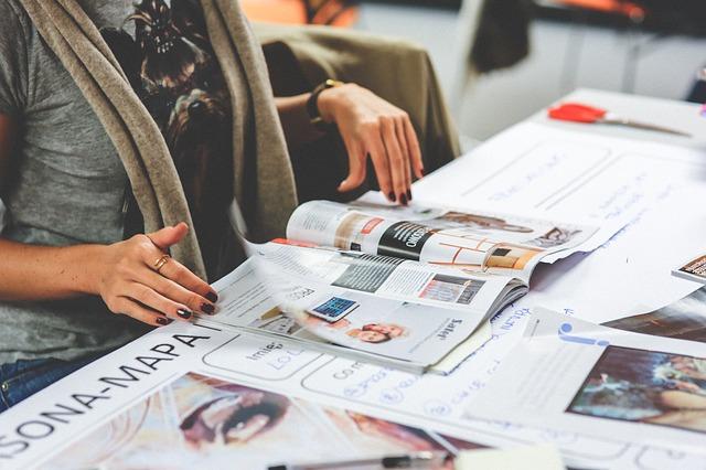 Zalety i wady wydawania magazynów firmowych